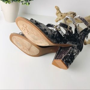 Seychelles Shoes - NWOB Seychelles | velvet kayak strappy sandal heel